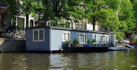 Vivienda flotante en el centro de Amsterdam